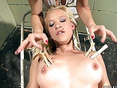 Blonde Gina D with giant boobs gives Katy Parkers slit a lick