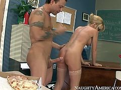 Watch this hot and horny blond babe Tyann Mason enjoying that large and fat cock in her pussy in Naughty America sex clips.