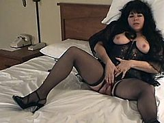 BBW amateur is going to masturbate in her bed