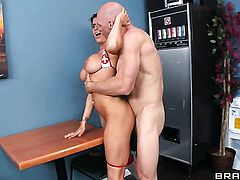 Johnny Sins gets turned on to the point of no return by Romi Rain and then fucks her slit