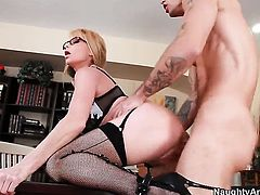 Alan Stafford enjoys delicious Taylor Wanes wet hole in hardcore action