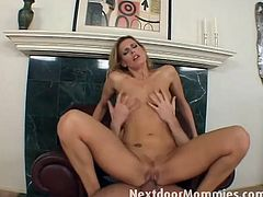Slutty momma darryl sits hard young cock