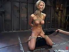 Beautiful blonde Sammie Rhodes gets bound and tormented in a basement. Then she sits down on a fucking machine and rubs her nice cunt against it.