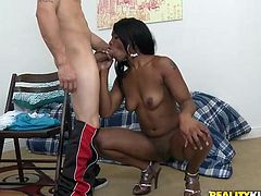 Dude fucks this amazing example of ebony beauty and fuckin' blasts the jizz all across her amazing buns, check it out right here!