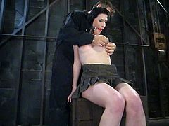 That is fucking dangerous, but the bravery of Ariel X has no limits. Babe gets tied up and she doesn't care about the pain she can get from ass hooking.