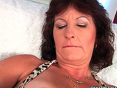 Courtesy of Older Woman Fun you can see how a busty brunette mature rubs her hairy cunt in this nasty free porn video. She's ready to be very nasty and perverse today.