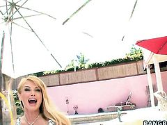 Taylor Wane feels good with pulsating schlong in her hands