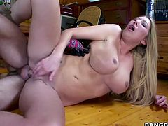 She's a healthy blonde with big boobs, sensual thighs and a booty that demands a hard fuck. Delight yourself with her as she receives the hard fuck she deserves. This blonde means business and after being fucked in her pussy she receives her well deserves cum load. Yeah, now let's see how cuym drips from her pussy.