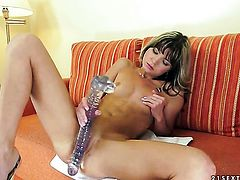 Brunette Doris Ivy gets the pleasure from pussy fingering