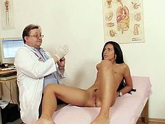 Young beauty gets stimulated by her doc in naughty gyno exam porn scene