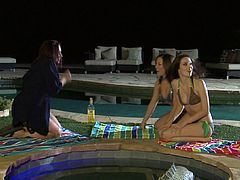 Aiden Ashley, Carmen Valentina AND Zoe Britton!!Super hot bikini threeway down by the pool! The lucky guy is too scared and runs away!