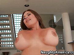 Chica Selena Castro with phat bottom and bald snatch riding Cris Commandos sturdy cock