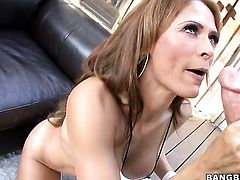 Chica Monique Fuentes with round bottom fucking on cam for your viewing pleasure