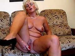 Chubby blonde mom Amanda strips and demonstrates her big natural tits. Then she spreads her legs wide open and rubs her cunt with a vibrator.