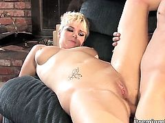 Claudia Downs milks cum loaded boner of her fuck buddy