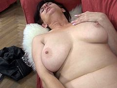 BBW busty granny shares huge dildo in scissors position