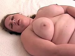 Fair-haired fattie Linda is having some nice time alone. She lies on a bed with her legs spread wide open and entertains herself by finger-fucking her meaty vagina.