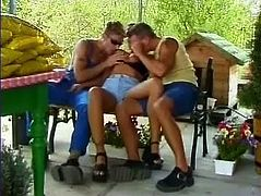 Babe gets fucked, while her fucker gets fucked too