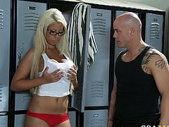 Bridgette B is a suntanned blondie with king sized DD boobs. Busty bitch meets Derrick Pierce at the locker room and gets her enormous tits licked and sucked.