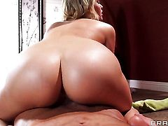 Bill Bailey gets seduced by Mia Malkova and then bangs her mouth