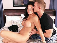 Bill Bailey touches the hottest parts of adorable Teri Weigels body before he bangs her bush