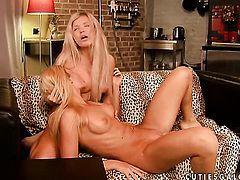 Blonde has lesbian sex of her lifetime with Cristal