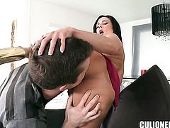 Kendra Lust with big ass makes guys sexual fantasies cum true with her help of her warm hands