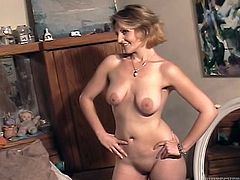 This is an amateur solo with a lusty milf! She got tit