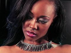 Gorgeous ebony likes to tease and pose during staggering solo cam show