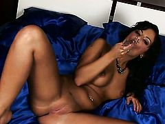 Black Angelica shows it all as she plays with her love box