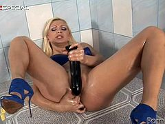 Get a load of this solo scene where the horny blonde Lea Lexis has her tight asshole stretched out by a dildo as she pushes it deep inside her.