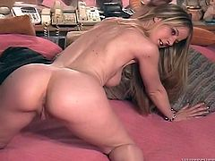 This is an amazing solo scene by a juicy blond chick! Anita Blue is so lonely and she wants a man, rubbing her kinky twat!