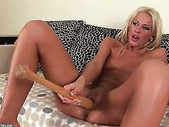 Blonde Evelyne Foxy gets the hole between her legs fingered by her lesbian lover Dorina