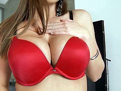 Titty brunette Brooklyn Chase shows her perfect body