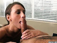 Katie Jordin just needs her overwhelming sexual desire to be fulfilled after tugjob