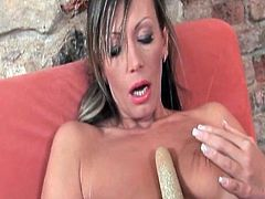 Sleaze mature donna knows how to please her clam