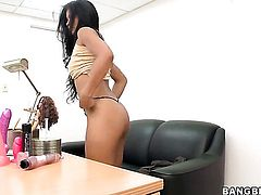 Asian Maribel Hill takes money shot of her lifetime