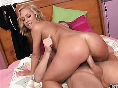 Nicole Aniston enjoys cock sucking too much to stop in oral action