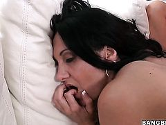 Senora Abbey Brooks with bubbly bottom asks Ava Addams for some pussy licking