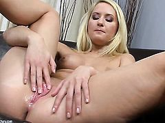 Blonde cant live a day without toying her beaver