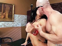 Johnny Sins pulls out his dick to fuck sex crazed Romi Rains throat