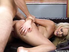 Levi Cash stretches dangerously seductive Zoey Paiges snatch with his sturdy schlong to the limit