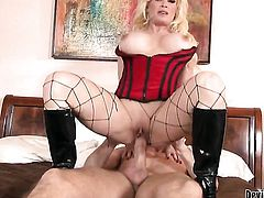 Diamond Foxxx cant resist guys hard pole and takes it in her mouth