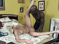 Molly Rae lets Wesley Pipes insert his love torpedo in her mouth