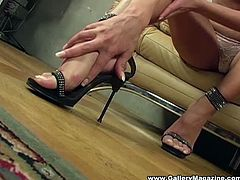 Anetta keys puts on a softcore strip show