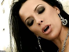 Shalina Divine is on the edge of nirvana with guys throbbing love stick in her mouth