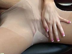 Karup's Older Women brings you a hell of a free porn video where you can see how this horny blonde milf plays wearing pantyhoses in some very interesting poses.