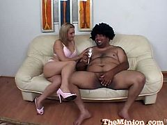 Fat daddy fucks Gwen Diamond's mouth. She went all the way to his balls as his nose was working overtime snorting all that fine goodness. They seem to be enjoying each other.