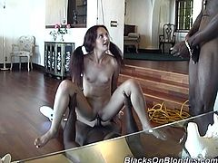 Double penetration in an interracial way for Joli