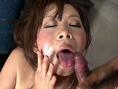 Experienced porn slut Ren Mizumori swallowed all the cum at the blowbang
